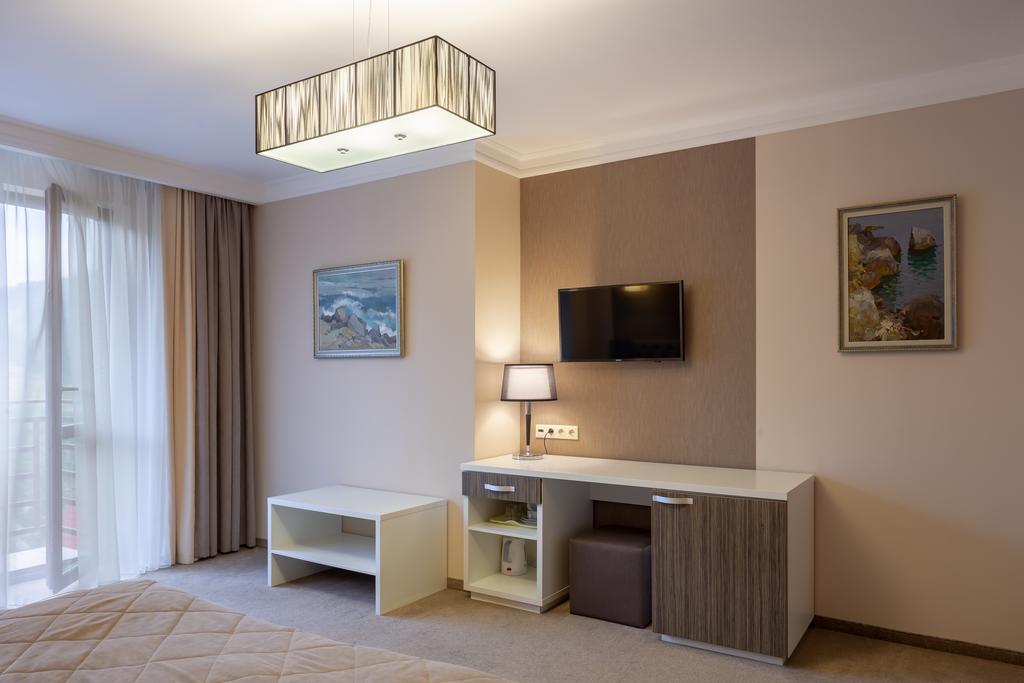 Tavel Hotel & SPA